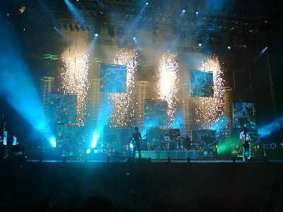 1024px-Muse_playing_Starlight_at_Leeds_Festival_2006[1].jpg